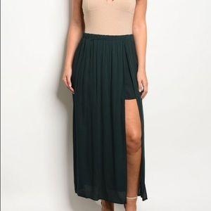 Dresses & Skirts - NWT PLUS SIZE Hunter Green Skirt